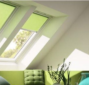 Dachfenster-Rollos – die Lösung für jede Jahreszeit